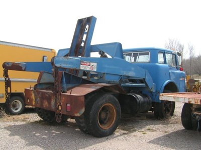 Ford salvage yard c h truck parts for Mercedes benz c600 price